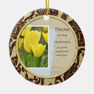 黄色いチューリップの庭の夢および幸福 セラミックオーナメント
