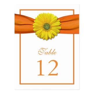 黄色いデイジーのオレンジリボンのテーブル数カード ポストカード