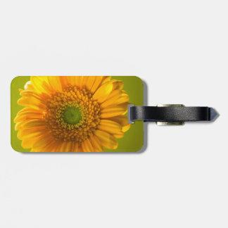 黄色いデイジーのガーベラの花 ラゲッジタグ