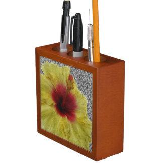 黄色いハイビスカスの花の絵画 ペンスタンド