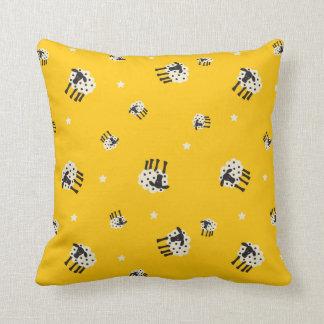 """黄色いヒツジの装飾用クッション20"""" x 20"""" クッション"""