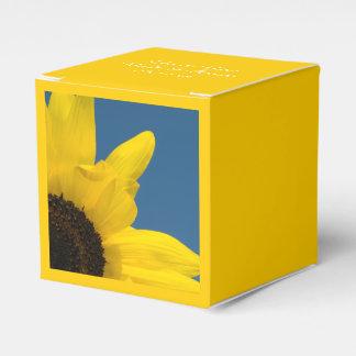 黄色いヒマワリおよび青空の結婚式 フェイバーボックス