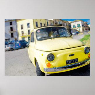 黄色いフィアット500のイタリアのヴィンテージCinquecento ポスター