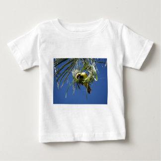 黄色いフィンチのギフト ベビーTシャツ