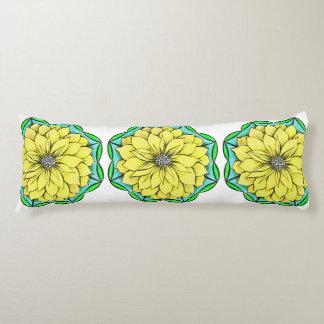 黄色いポインセチアの枕 ボディピロー