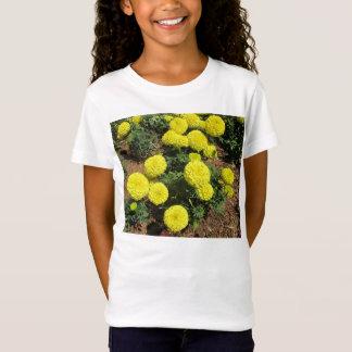 黄色いポンポンのマリーゴールドの園芸植物 Tシャツ