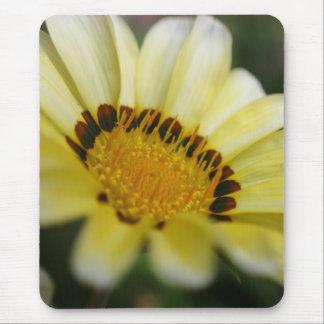 黄色いマクロ花の写真撮影のmousepadのギフト マウスパッド