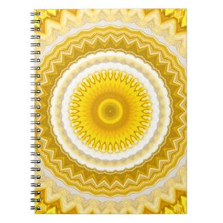 黄色いラッパスイセンの曼荼羅パターン ノートブック