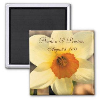 黄色いラッパスイセンの花柄の保存日付の磁石 マグネット