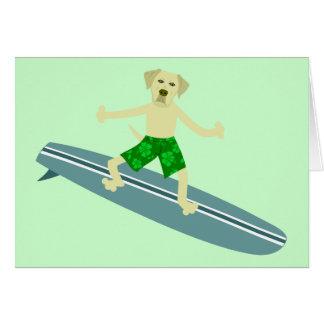 黄色いラブラドル・レトリーバー犬のサーファー グリーティングカード