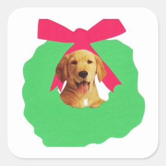 黄色いラブラドル・レトリーバー犬の休日のクリスマスのリース スクエアシール