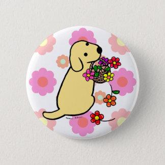 黄色いラブラドールの子犬の花のバスケットの漫画 5.7CM 丸型バッジ