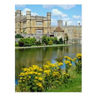 黄色いリーズ城のケント、イギリスの花 ポストカード