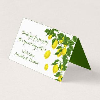 黄色いレモンおよび緑の葉の柑橘類ありがとう プレイスカード