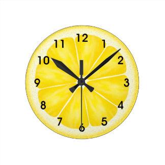 黄色いレモン柑橘類の切れ ラウンド壁時計