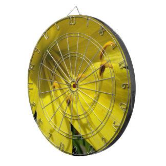 黄色いワスレグサの投げ矢板 ダーツボード