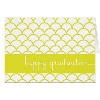 黄色い帆立貝の端のカスタムで幸せな卒業カード カード