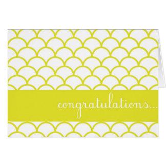 黄色い帆立貝の端のカスタムなお祝いカード カード