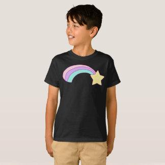 黄色い星のカラフルな虹の縞はTシャツをからかいます Tシャツ