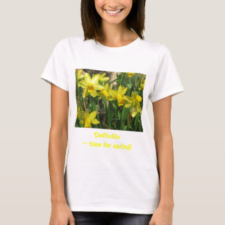 黄色い春のラッパスイセン Tシャツ