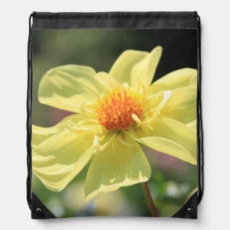 黄色い春の花 ナップサック