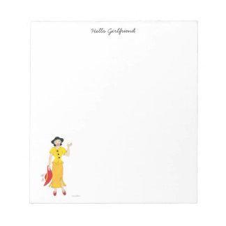 黄色い服の女の子 ノートパッド