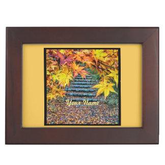 黄色い正方形の写真の秋のテンプレートの紅葉 ジュエリーボックス
