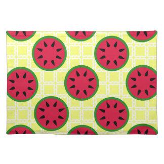黄色い正方形の明るい夏のピクニックスイカ ランチョンマット