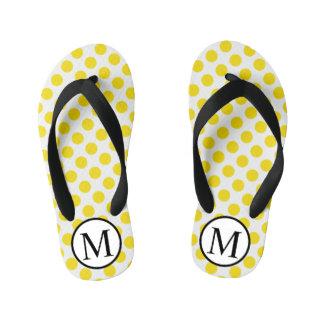 黄色い水玉模様が付いているシンプルなモノグラム キッズビーチサンダル