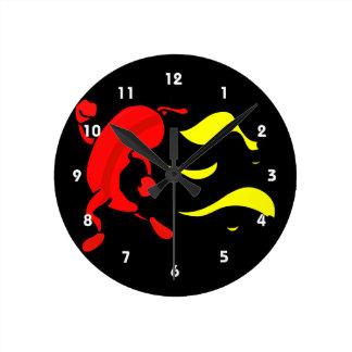 黄色い炎を後ろ走る赤唐辛子 ラウンド壁時計