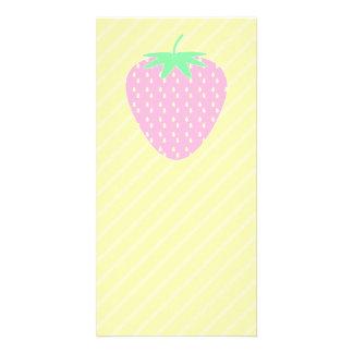黄色い縞のかわいらしいピンクのいちご カード