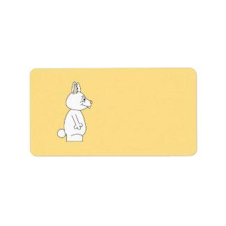 黄色い背景の白いウサギ ラベル
