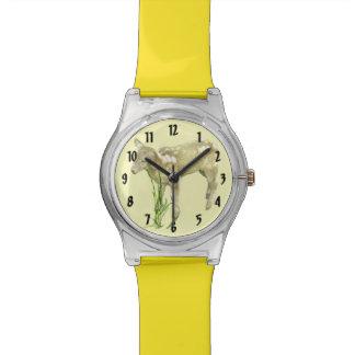 黄色い腕時計のかわいい赤ん坊の子ヒツジ 腕時計