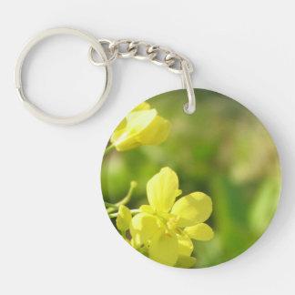 黄色い花のマクロ写真撮影 キーホルダー