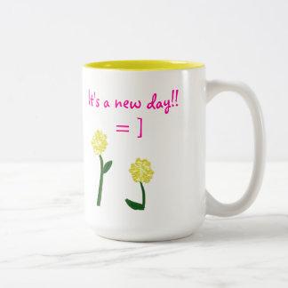 黄色い花のマグ ツートーンマグカップ