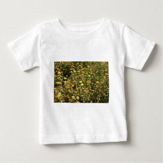 黄色い花の分野 ベビーTシャツ
