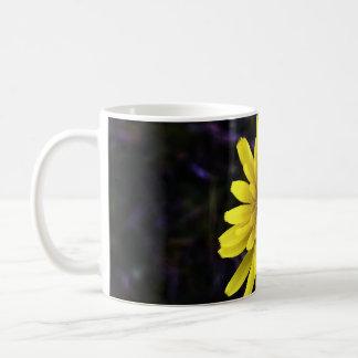 黄色い花の終わり コーヒーマグカップ