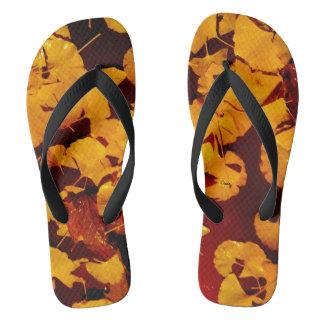 黄色い葉の写真とのビーチサンダル ビーチサンダル