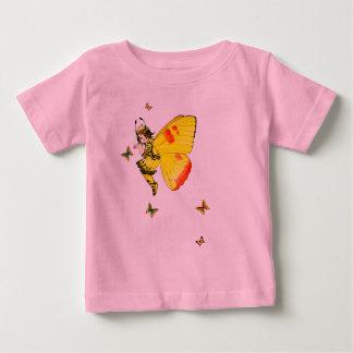 黄色い蝶妖精の国および友人のベビーのTシャツ ベビーTシャツ
