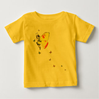 黄色い蝶妖精の国および友人 ベビーTシャツ