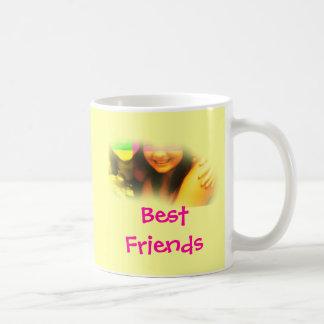 黄色い親友およびピンクのマグ コーヒーマグカップ