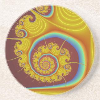 黄色い貝殻の螺線形のフラクタル コースター
