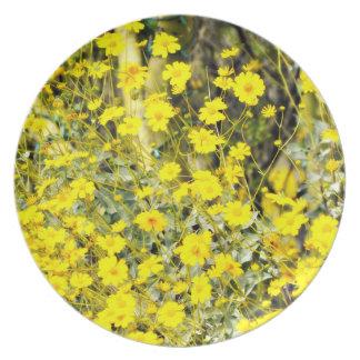 黄色い野生の花のメラミンプレート プレート