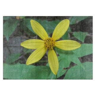 黄色い野生の花 カッティングボード