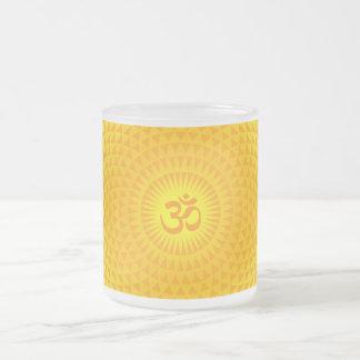 黄色い金日曜日のはすの花の黙想の車輪OM フロストグラスマグカップ