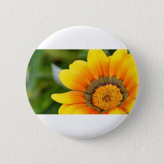 黄色い開花 5.7CM 丸型バッジ