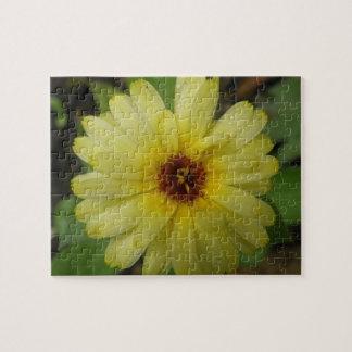 黄色い雨滴のマリーゴールドのパズル ジグソーパズル
