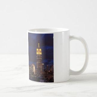 黄色い、たそがれの空01のエンパイア・ステート・ビルディング コーヒーマグカップ