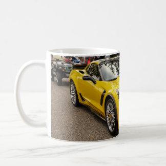 黄色いC7 z07のパッケージシボレー・コルベット コーヒーマグカップ