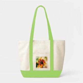 黄色いconeflower、か黒注目スーザン トートバッグ